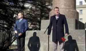Митинг в память о Михаиле Ломоносове прошёл у главного корпуса САФУ