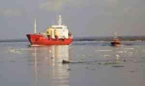 Ледоход временно приостановил грузовые работы в Архангельском порту