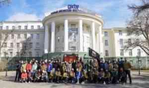 Бойцы студотрядов САФУ принимают участие в социальной акции «Трудовая вахта»