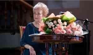 В Поморской филармонии прошёл юбилейный вечер заслуженного работника культуры РФ Нины Демидовой