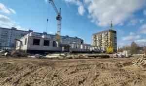 Без отставания от графика: в округе Майская Горка продолжается строительство детского сада