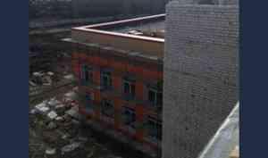 В Архангельске строительство школы в округе Варавино-Фактория идет к финалу