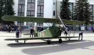 На площади в Северодвинске «приземлился» самолет времен Великой Отечественной войны