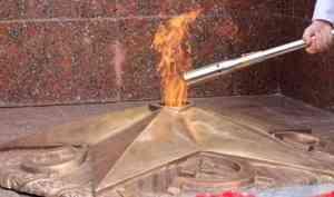 В Архангельске отремонтировали звезду Вечного огня