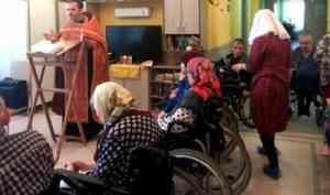 Новодвинский священник поздравил с праздником Воскресения Христова подопечных пансионата «Забота»