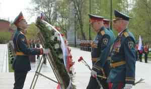 Руководство МЧС России возложило цветы к Могиле Неизвестного  солдата