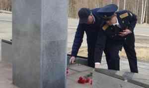 Сотрудники РУФСБ почтили память партизан Севера и поздравили ветеранов войны