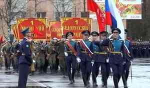Парад войск местного гарнизона прошел сегодня нацентральной площади Мирного ивцентре атомного судостроения— Северодвинске