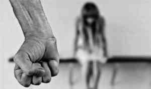 Жителя Плесецкого района осудят за избиение падчерицы