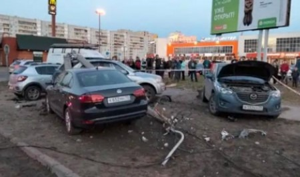 В Северодвинске водитель иномарки на скорости 140 км/час врезался в столб