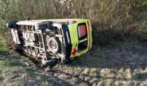 На северодвинской трассе водитель «МАЗа» столкнул в кювет машину скорой помощи