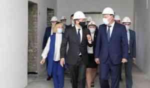 Александр Гуцан и Александр Цыбульский посетили в Архангельске объекты социальной инфраструктуры