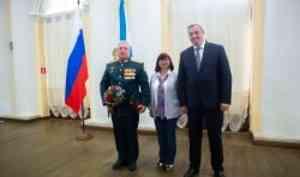 В преддверии Дня России начальник ВУЦ САФУ Виталий Голышев получил государственную награду