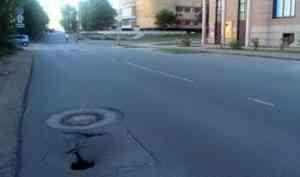 Власти не торопятся устранять опасные провалы асфальта на дорогах в Архангельске