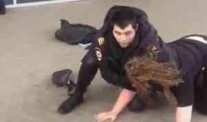 Избившая полицейского из-за маски архангелогородка не смогла объяснить свою реакцию