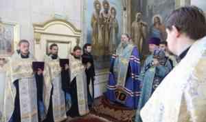 Митрополит Корнилий в праздник иконы Божией Матери «Достойно есть» совершил славление в Ильинском соборе