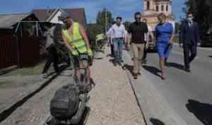 На улицах Каргополя начались работы по обустройству тротуаров