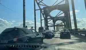 Очередной транспортный коллапс вАрхангельске. Город встал из-за аварий наКраснофлотском мосту