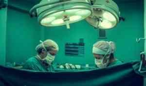 Редкую операцию провели хирурги областной больницы беременной пациентке
