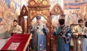 Митрополит Корнилий совершил всенощное бдение в канун праздника иконы Божией Матери «Неопалимая купина»