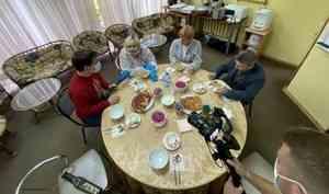 Праздничный обед с «председательскими щами» состоялся на избирательном участке Ломоносовского ДК