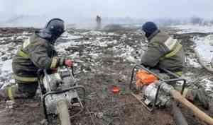 Жители Екатеринбурга поблагодарили огнеборцев за борьбу с тлением торфяника