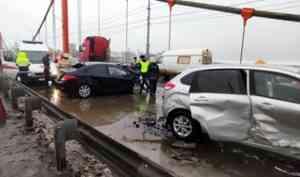 В утреннем ДТП на Кузнечевском мосту в Архангельске пострадали два человека