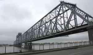 Въезд в Архангельск парализован из-за аварии на мосту
