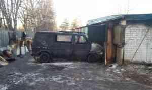 В Котласе в гаражном боксе сгорел автомобиль
