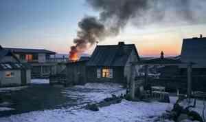 Житель Холмогорского района умер, пытаясь потушить гараж
