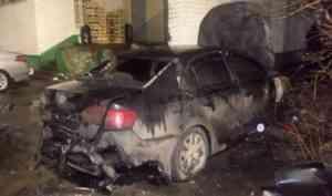 Ночью в Архангельске подожгли автомобиль