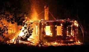 В Архангельской области старушка погибла, пытаясь спасти документы из горящего дома