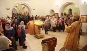 Митрополит Даниил совершил Литургию в престольный праздник архангельского Свято-Тихоновского храма