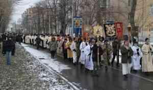 Полторы тысячи человек прошли крестным ходом с мощами святителя Луки в Архангельске