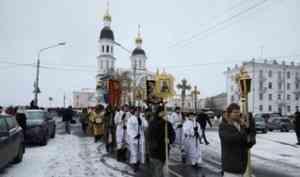 Верующие Архангельска прошли крестным ходом с мощами святителя Луки