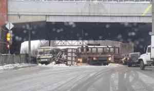 В Архангельске образовалась большая пробка из-за ДТП