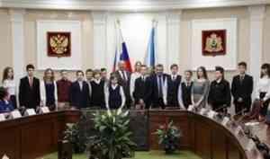 Юным жителям Поморья торжественно вручили паспорта