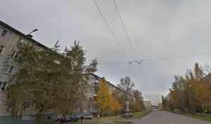 «Переходила дорогу в неустановленном месте»: в Архангельске автомобиль насмерть сбил женщину