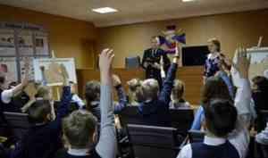 Архангельские росгвардейцы провели познавательный урок для учащихся средней школы