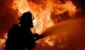 Пожар в расселённой квартире чуть не уничтожил дом в Северодвинске