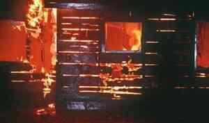 В Котласе из-за взрыва баллона с газом полностью сгорел дом