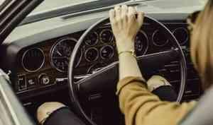Девушка повредила шею при столкновении Citroen и Suzuki в Архангельске