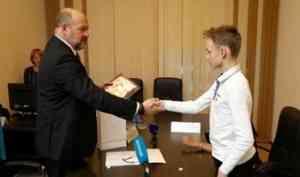 Игорь Орлов подарил юному изобретателю из Новодвинска квадрокоптер