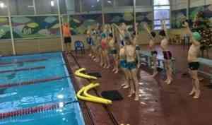 Более 460 школьников Поморья научились уверенно плавать