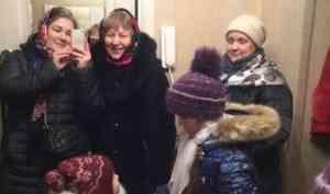 Петь не умеем, но это не важно: православные женщины Северодвинска прославили Христа колядками