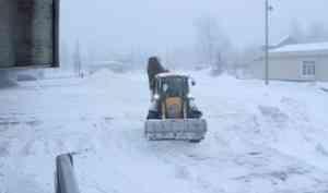Снег, складируемый под Краснофлотским мостом, будет вывезен