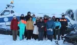 Святочные экскурсии на аэросанях прошли в первом русском городе в Арктике