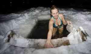 Фотографии, на которые даже смотреть холодно: как в Архангельске отмечают Крещение