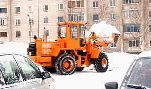 Котлас завалило снегом— чистка дорог создала новые проблемы