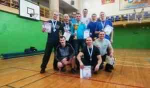 Сильнейшими гиревиками среди силовиков Архангельской области стали сотрудники МЧС